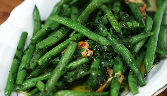 Garlicky Green Beans with Crème Fraiche | Good Chef Bad Chef