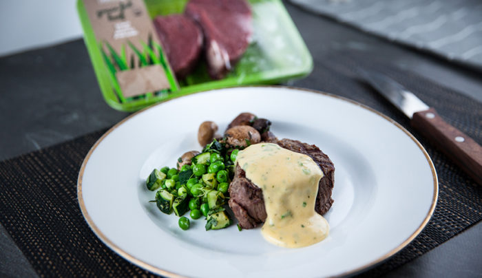 Béarnaise Sauce with Steak and Mushrooms