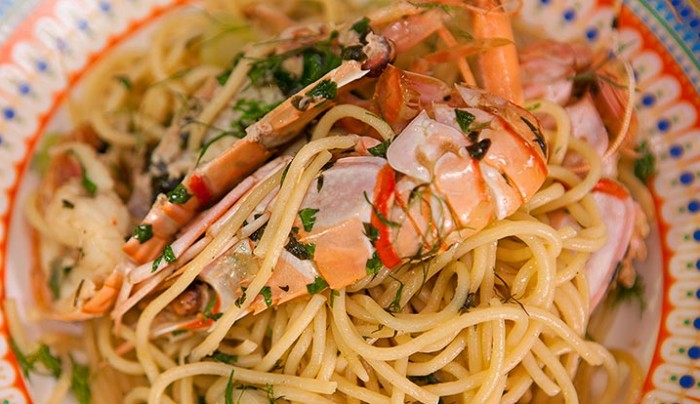 Baked Spaghetti with Scampi and Fennel