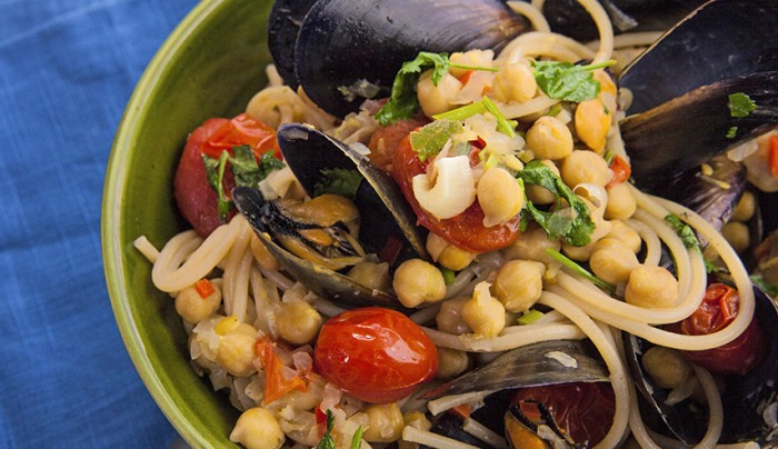 Spelt Spaghetti with Mussels and Chickpeas